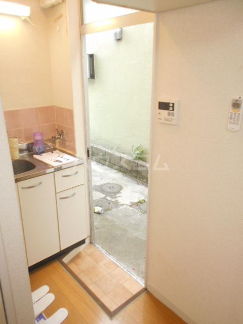 メゾン・ド・パレイ 0103号室の玄関
