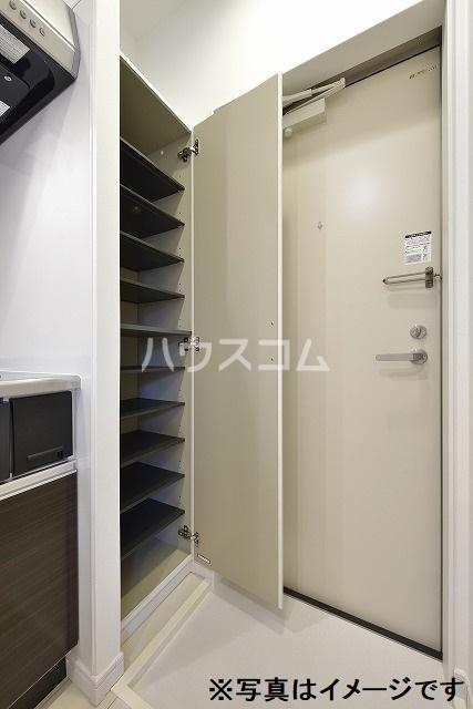 Luana 202号室の玄関