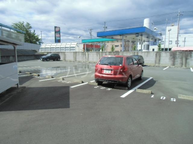 カウベルⅢ 506号室の駐車場