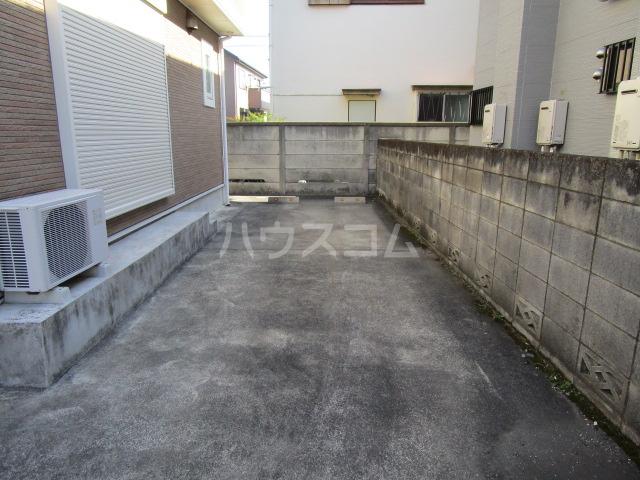 西国分寺メゾネットの駐車場
