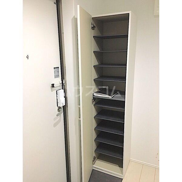 レガーロ荒子 201号室の玄関