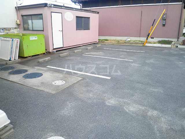 タウンエステート川島の駐車場