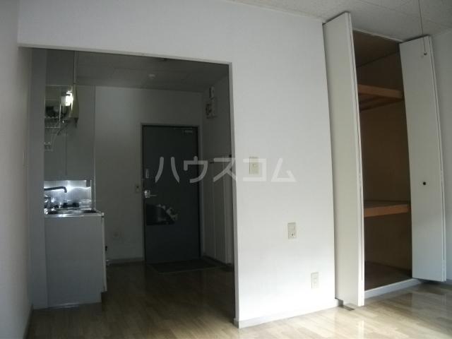 ナリッシュ B-205号室の居室