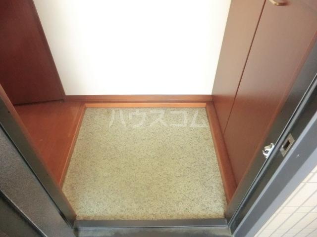 CONFAR中野 202号室の玄関