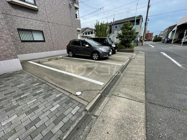 シェモア明正Ⅱ 105号室の駐車場