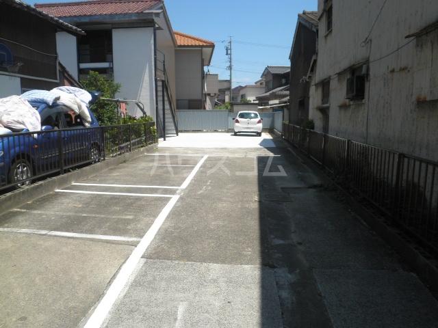 幸荘 3号室の駐車場