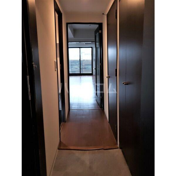 BMG RESIDENCE 1002号室の玄関