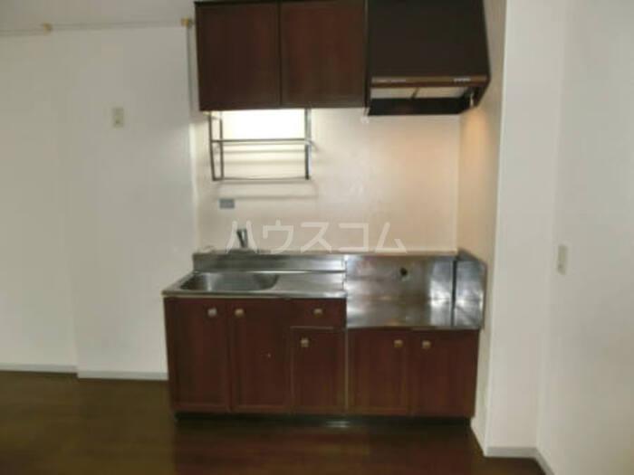 クレスト松代 D 102号室のキッチン