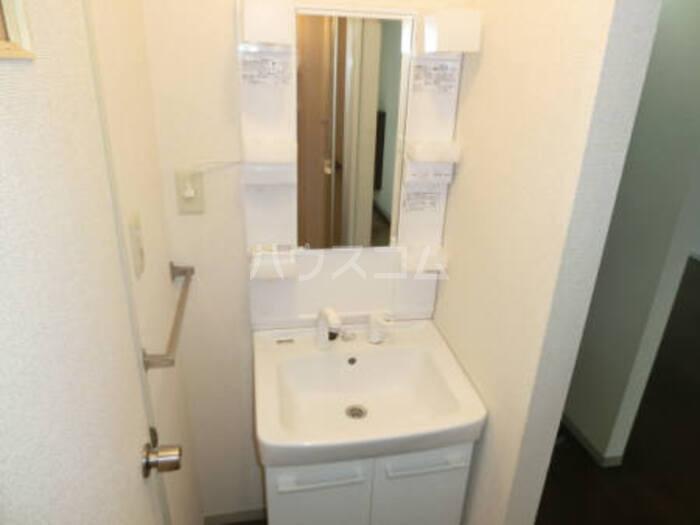 クレスト松代 D 102号室の洗面所