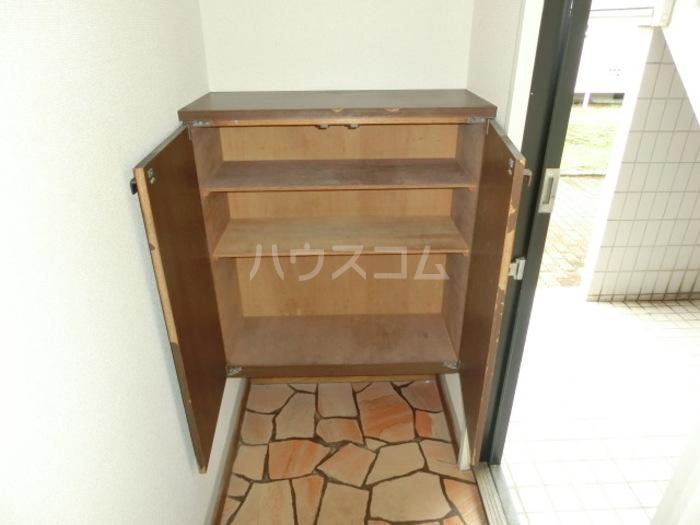 クレスト松代 D 102号室の玄関