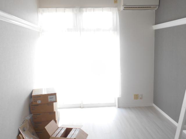 ビセンテハウス昭和町 102号室のリビング