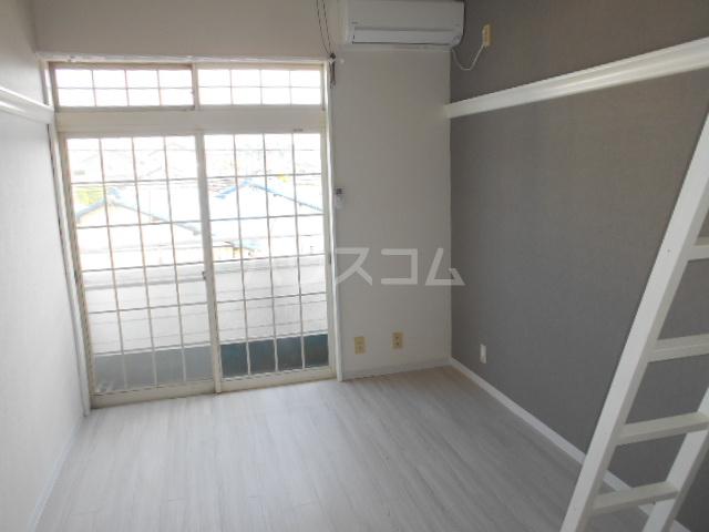 ビセンテハウス昭和町 202号室のリビング