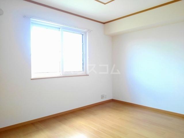 ヴィラ・ロ-ゼⅡ 01010号室の居室