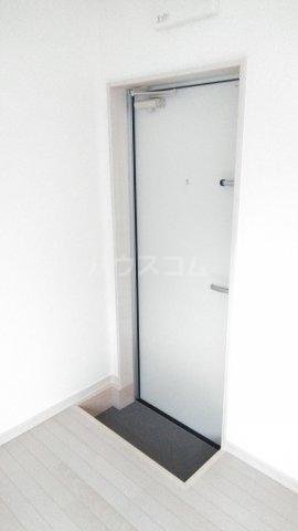 フィールズコート 101号室の玄関