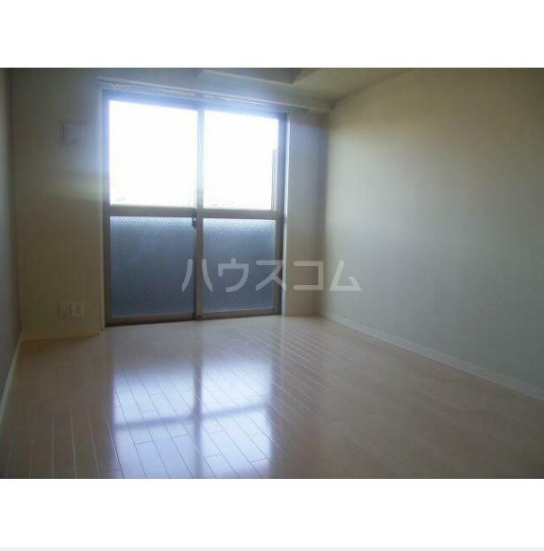 フェニックス横濱井土ヶ谷 205号室のリビング