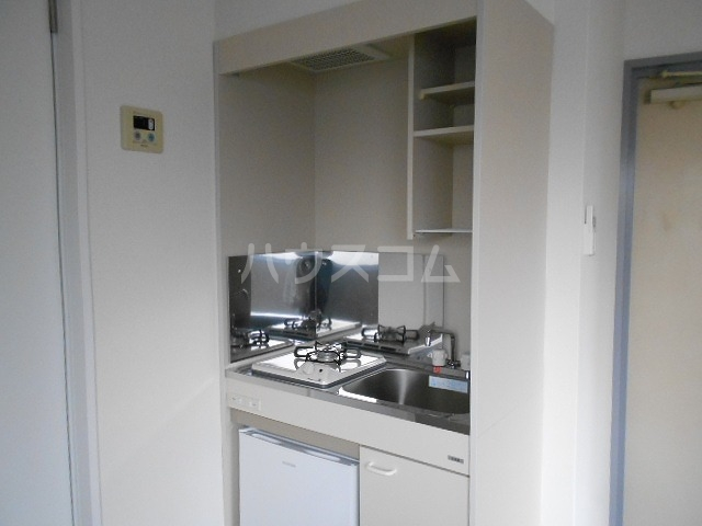 ボンボニエール府中 301号室のキッチン