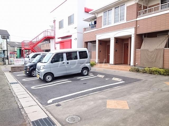 ジェルメ 02010号室の駐車場