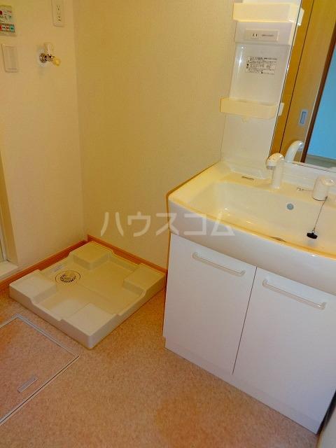 ジェルメ 02010号室の洗面所