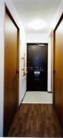プリム新城Ⅱ 204号室の玄関