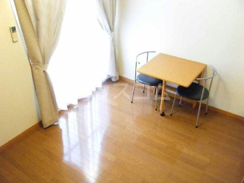 レオパレスMONTEMARE 104号室のリビング