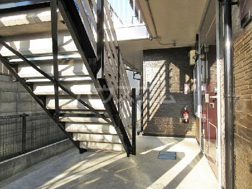 レオパレスMONTEMARE 104号室のエントランス