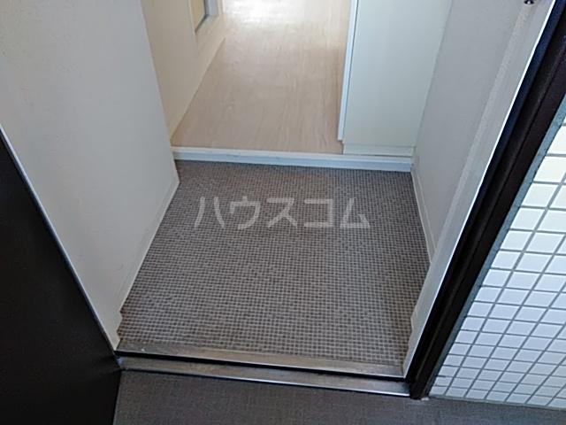 グランデュール宮崎台 301号室の玄関