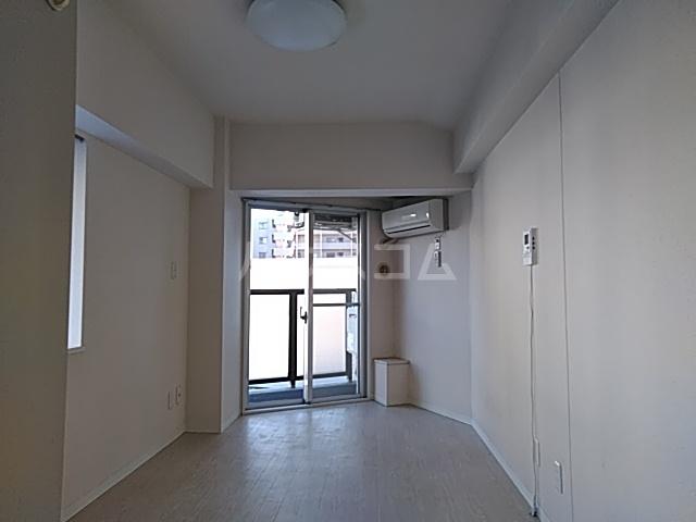 グランデュール宮崎台 301号室のリビング