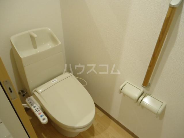 アストレア本通 705号室のトイレ
