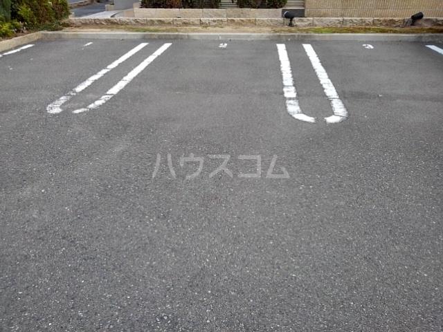 モアエクセル高石 03030号室の駐車場