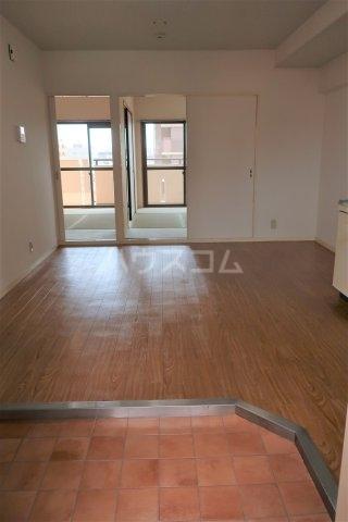 レスカール一番町 504号室の洗面所