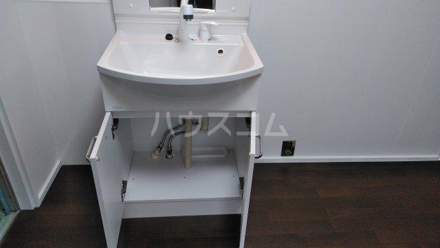 西京極堤外町貸家の洗面所