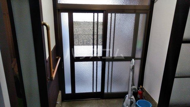 西京極堤外町貸家の玄関