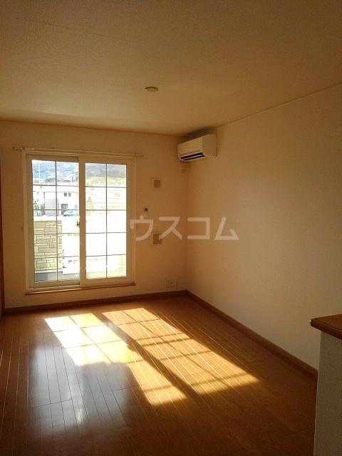 サン マーベラス B 02020号室のリビング