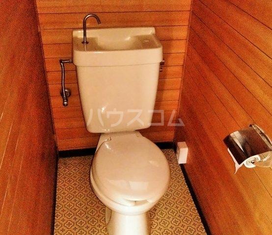東台貸家左側のトイレ