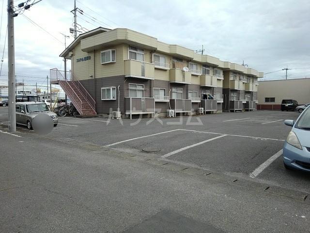 エルディム岩渕D 02010号室の駐車場