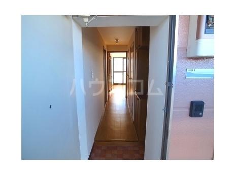 コ-ポ・ラセ-ヌ 02010号室の玄関