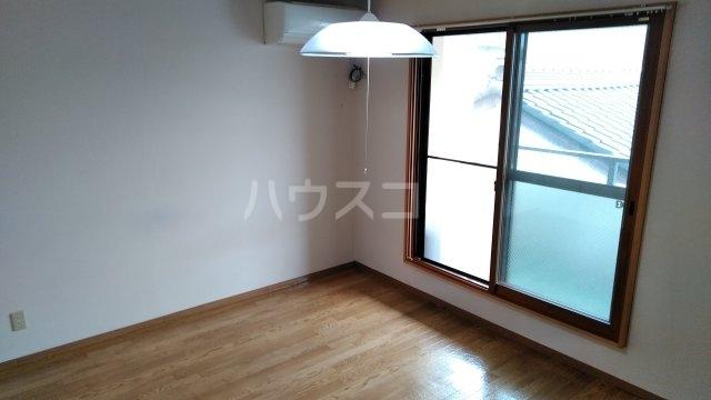 松倉ビル 3-B号室のリビング