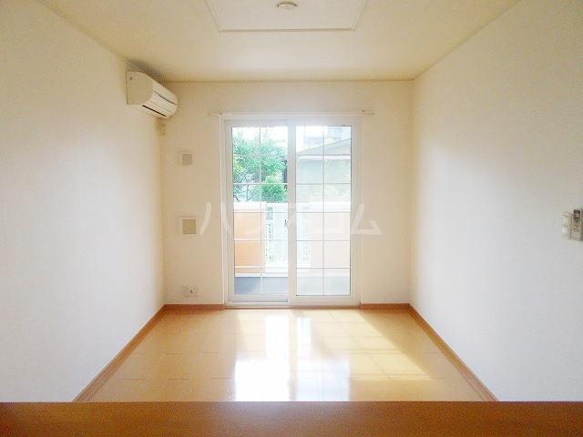 サニ-ガ-デン 01020号室のリビング
