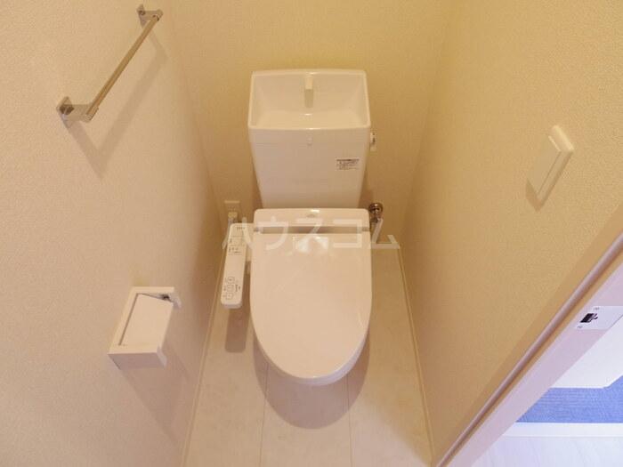 アイミールK 101号室のトイレ
