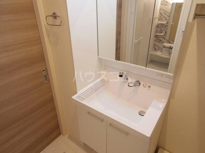 アイミールK 101号室の洗面所