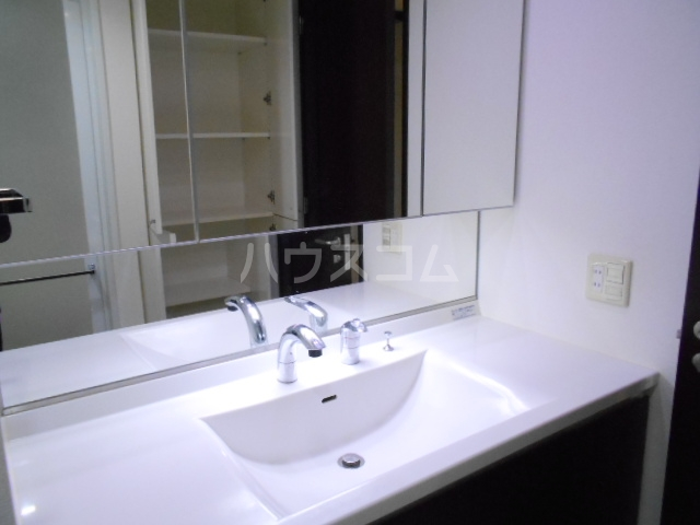 プラウド府中中河原 125号室の洗面所
