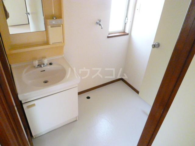 コーポオタキ 202号室の洗面所