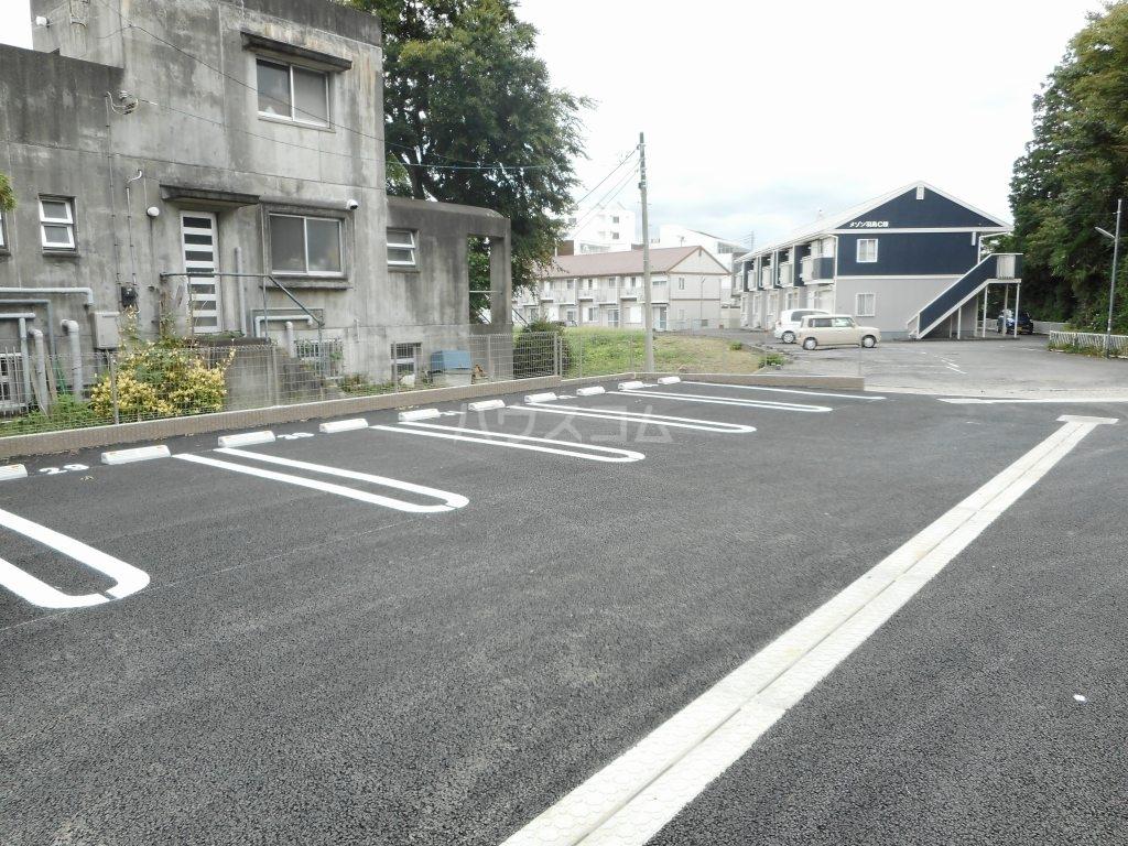 リバティ 15 C 02020号室の駐車場