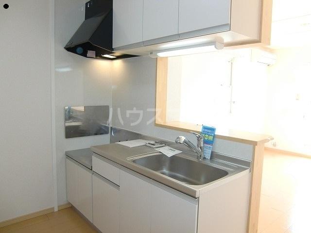 ヴァリエンテ 02010号室のキッチン
