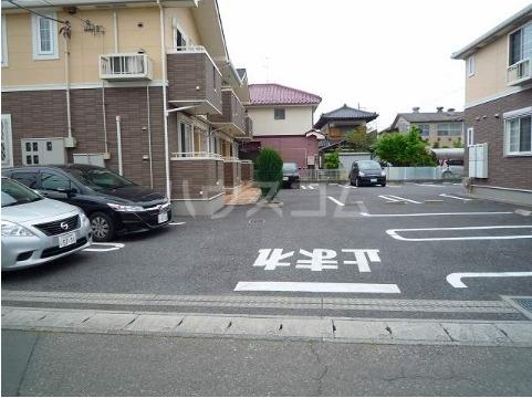 アドヴァンスA 02020号室の駐車場