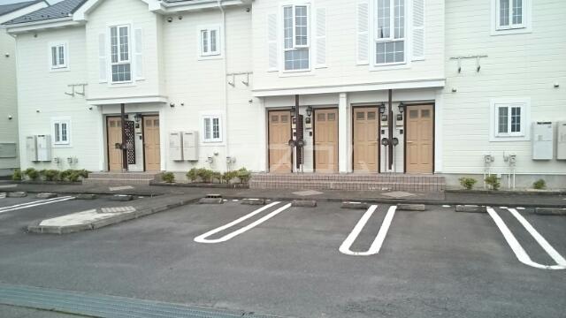 アルトイーガーA 02030号室の駐車場