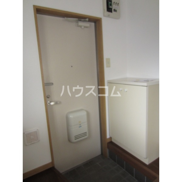 エデンハウス 203号室の玄関