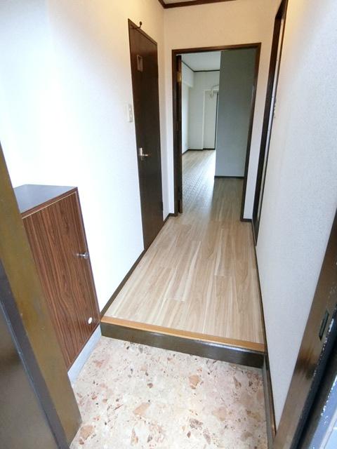 レジデンスコア 105号室の玄関