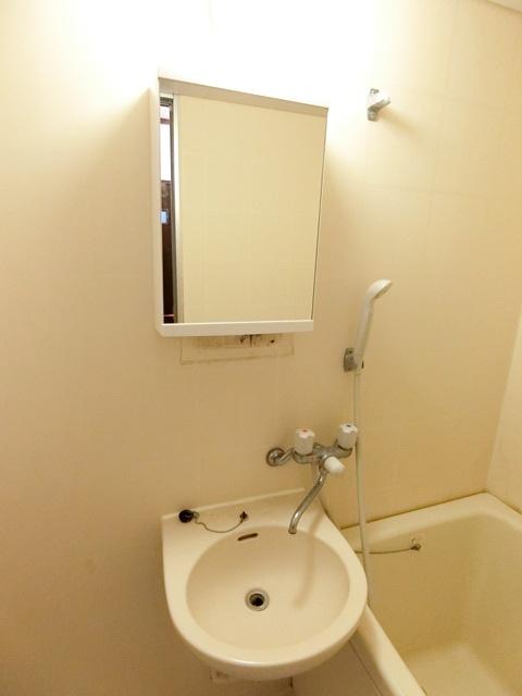 レジデンスコア 105号室の洗面所