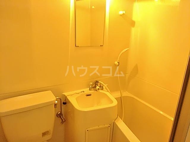 ベルコート茨木 301号室の洗面所